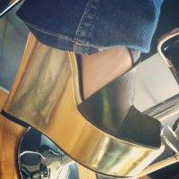 buty na koturnach